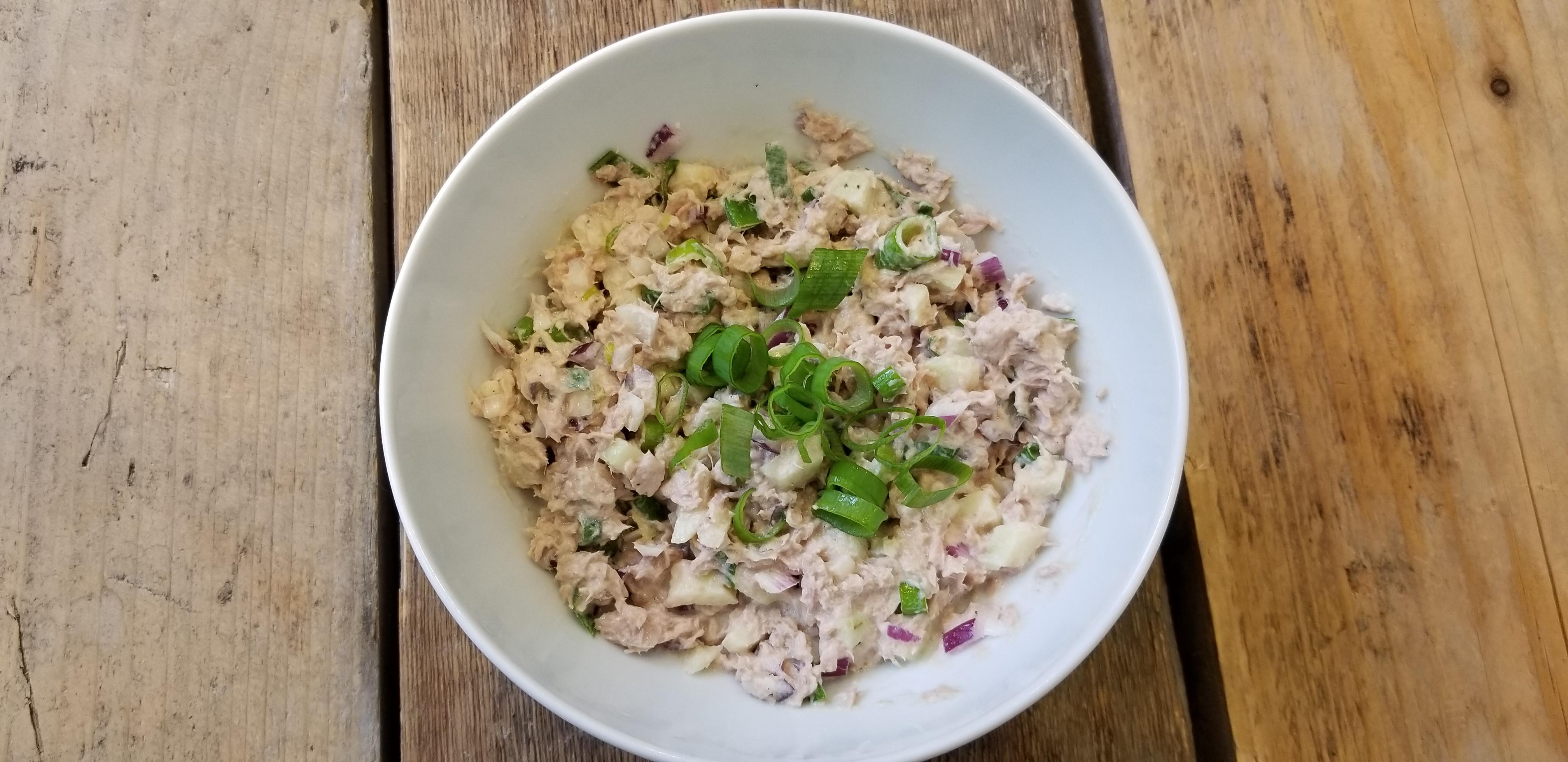 tonijnsalade met appel en lenteui