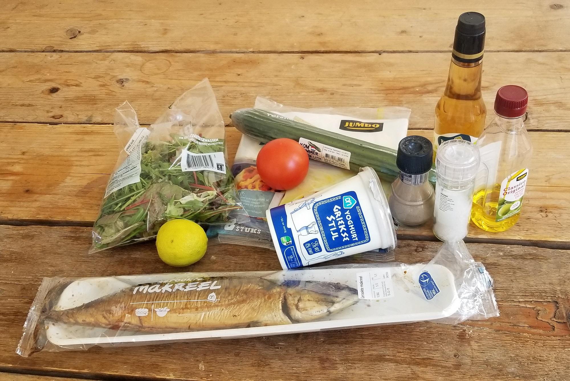 ingrediënten voor gerookte makreelsalade wrap