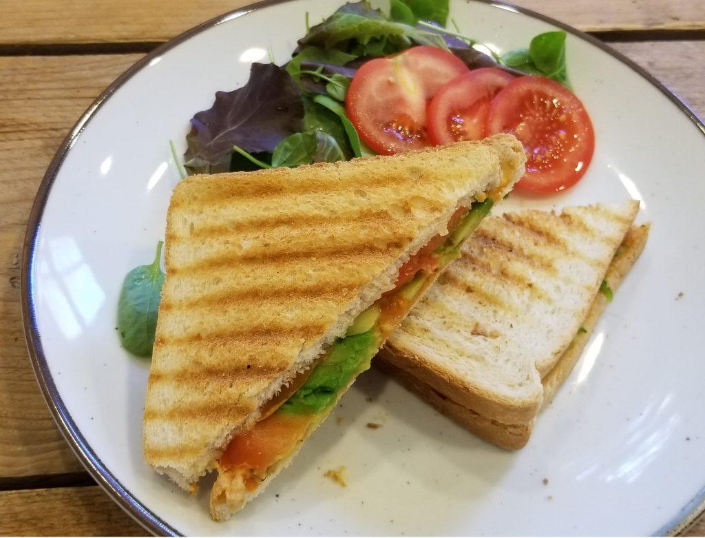 veganistische tosti met avocado - 9x vegan lunch recept inspiratie