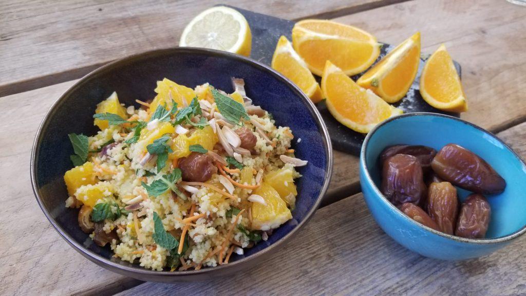 Recept gezonde couscous met sinaasappel, dadels en munt