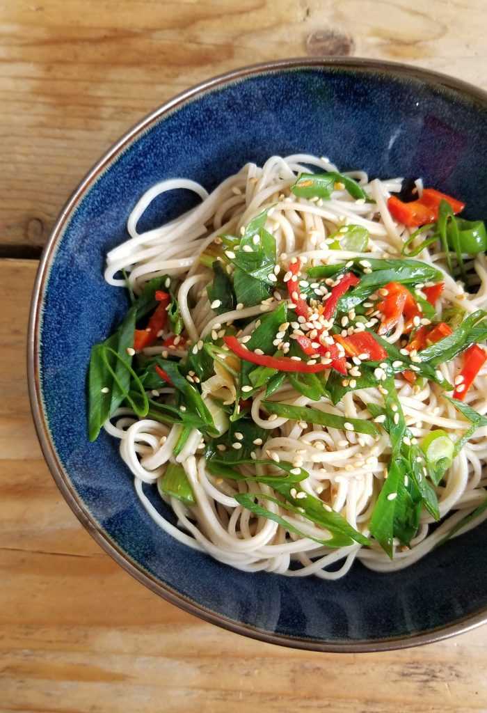 snel recept soba noedels met sesam en lente ui