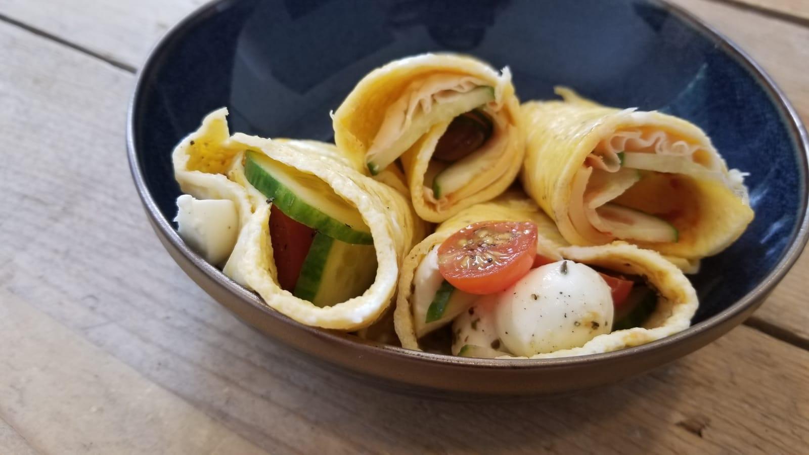 Egg wraps gezonde beleg ideeën met groente kliekjes