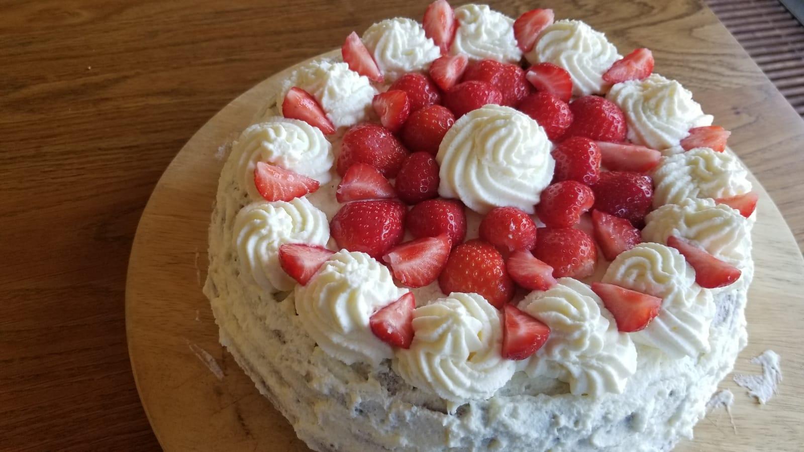 Recept voor glutenvrije slagroomtaart met verse aardbeien